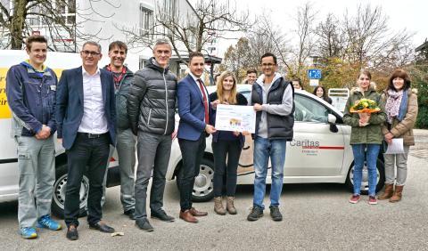 Bayernwerk-Azubis spenden für Caritas-Kinderdorf