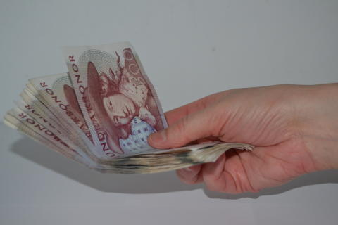 Pengar i hand