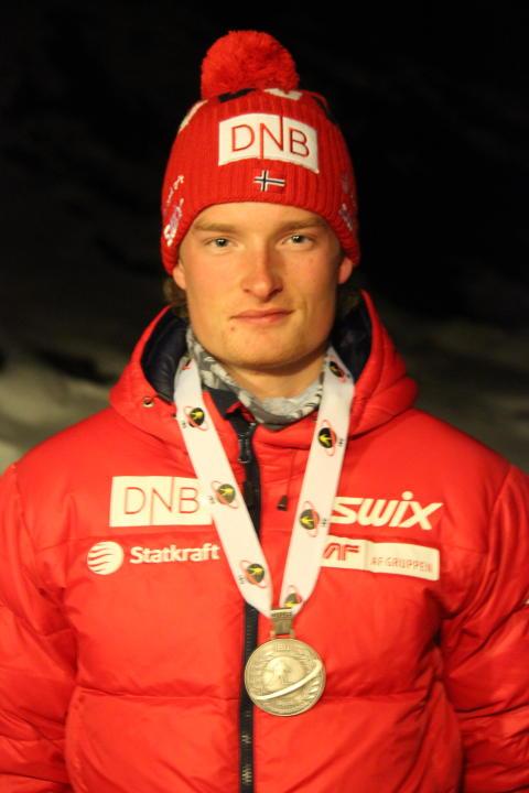 Aleksander Fjeld Andersen med sølvmedalje etter normalprogram ungdom menn, junior-VM 2016