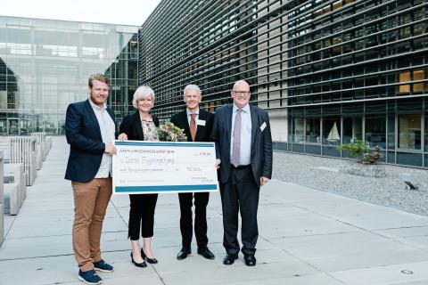 Vinder af Virksomhedsjuristprisen 2016 donerer 75.000 kr. til Dansk Flygtningehjælp