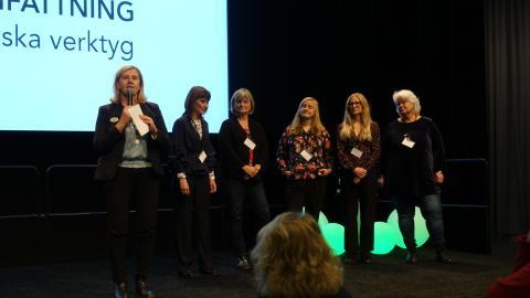 Skogsnolias projektledare, Kristin Olsson, tillsammans med konferensens referensgrupp.