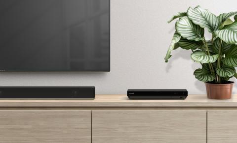 Suoni e immagini come al cinema con il nuovo lettore Blu-ray™ 4K Ultra HD e il nuovo sintoamplificatore AV di Sony