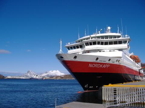 Hurtigruten satsar på norrsken och smak av inre vildmark