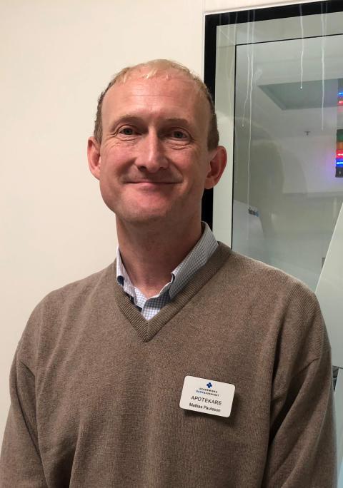 Mattias Paulsson, apotekare inom avdelningen läkemedel och farmaci, Akademiska sjukhuset