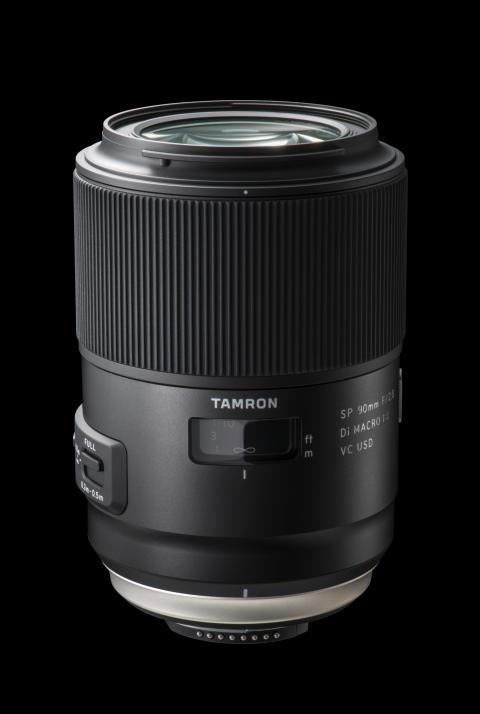 Tamron SP 90mm F/2.8 Macro Di VC USD, med svart bakgrunn