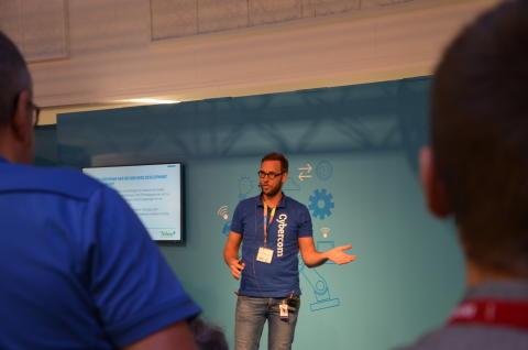 John Wibrand från Cybercom höll i en av de välbesökta föreläsningarna på Subcontractor IoT Arena.