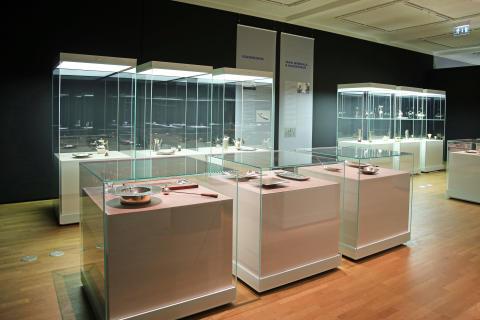 """Neue Ausstellung im GRASSI Museum für Angewandte Kunst: """"TAPIO WIRKKALA. Finnisches Design - Glas und Silber"""""""