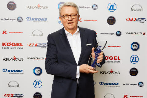 Peter Hornig nimmt den VR Award 2020 für Scania Ecolution entgegen