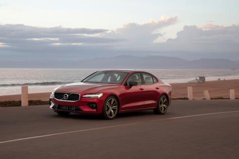 Volvo Cars begränsar topphastigheten till 180 km/h i alla bilar för att belysa riskerna med körning i höga hastigheter