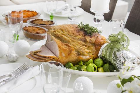 Suomalaisten rakkain ruoka jouluna on kotimainen kinkku