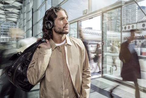 De trådløse hovedtelefoner AKG N60 NC Wireless med aktiv støjreduktion er nu tilgængelige i Danmark