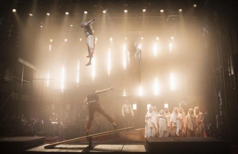 Folkoperan förlänger cirkusoperan Satyagraha i november