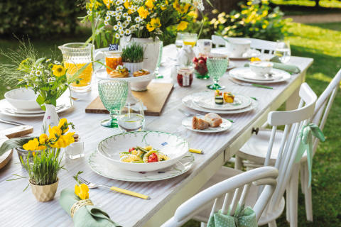 Snowdrops and butterflies welcome in the spring – Colourful Spring: Spring tableware with a delicate décor