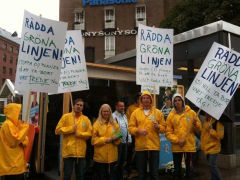 Idag demonstrerade moderaterna för att Rädda Gröna linjen  - (S) vill dra in var tredje tåg mellan Odenplan och Hässelby