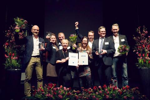 Glada Skövdebostäder medarbetare efter prisutdelning på Kundkristallen-gala och benchmarking event
