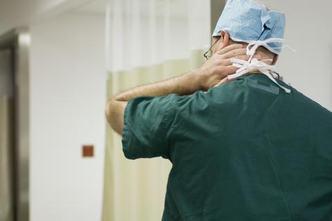 Ska brottsdömda läkare kunna fortsätta arbeta som läkare?