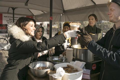 Prinsesse Marie solgte suppe til fordel for verdens fattigste kvinder