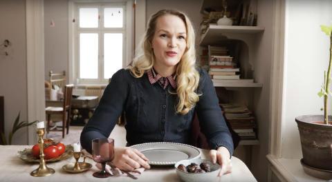 Emma Sundh marinerar grönsaker med kaffesump