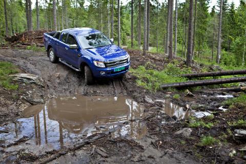 Nye Ford Ranger tar seg frem i all slags terreng.
