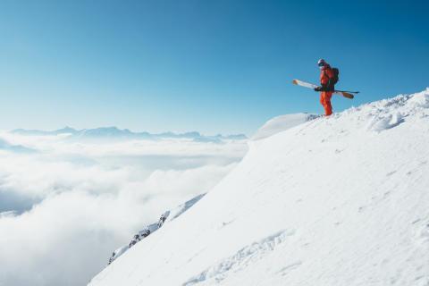 Linien fürs Leben. Der Ski-Crack Simon Charrière aus Fribourg über seine Passionen Freeriden und Zeichnen