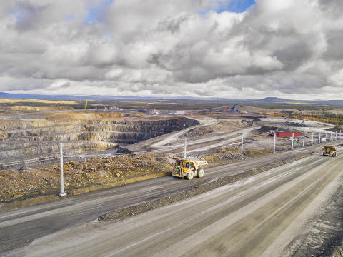 Eldrivna truckar testas i produktion i Aitikgruvan