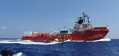 Medelhavet: 182 människor kvar på Ocean Viking i väntan på säker hamn
