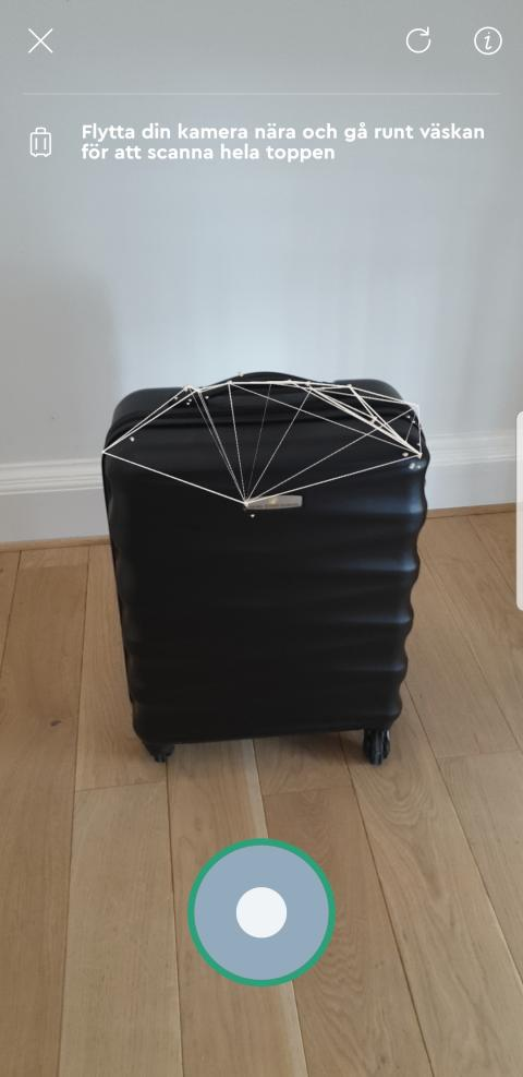 Momondo_AR Carry-On Checker in use
