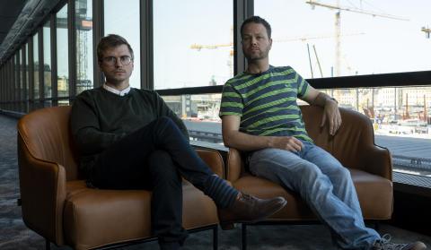 Martin Johnsons och Anton Bergs granskning av fallet Kaj Linna i podcasten Spår får premiär som Storytel-dokumentär den 26 juni. Foto: Storytel