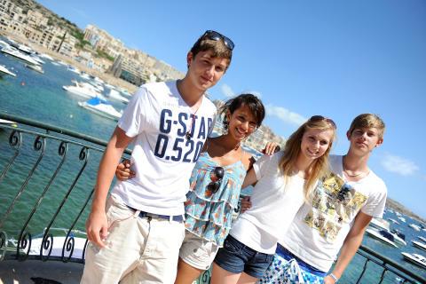 Sonne, gute Laune, beste Sprachkenntnisse – Schüler, stellt Inselurlaubsantrag!  Jetzt kurzfristig und günstig Schülersprachreisen auf Malta für die Herbstferien buchen
