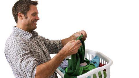 Gjør du dette først, er det enklere å fjerne tyggegummi fra klær