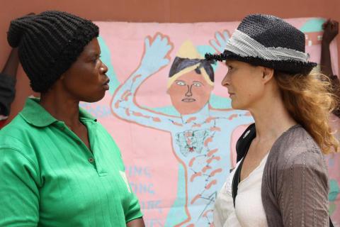 Lena Endre tillsammans med Joyce Tembo från Zambia