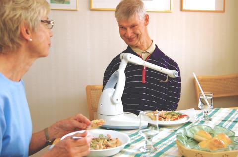 Robotteknik som hjälpmedel för äldre