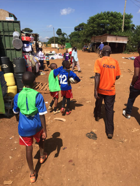 Fotboll och Damsamhälle reser till Kenya och undersöker fotbollens betydelse för samhället