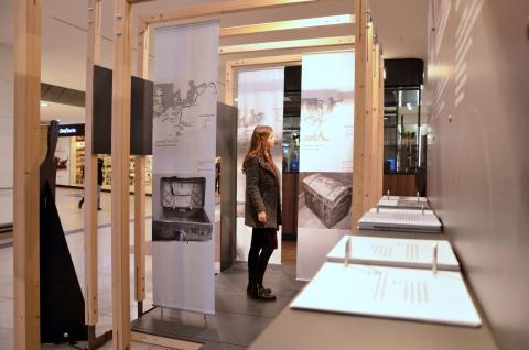 """Ausstellung """"Reisende Musiker"""" in den Promenaden Hauptbahnhof Leipzig"""