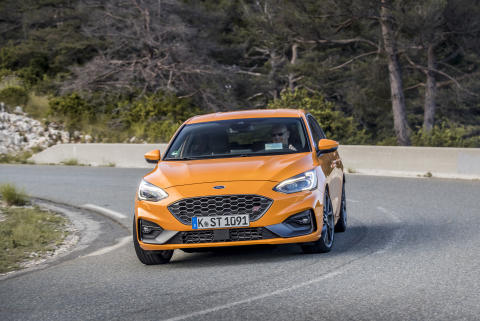 FORD_2019_FOCUS_ST_Orange_Fury_29