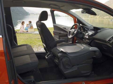 Nye Ford B-MAX får en lastelengde på hele 2,35 cm når setene er lagt ned - noe som er unikt i dette segmentet.