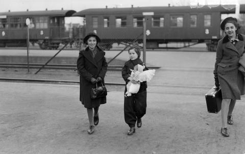 Judiska flickor Göteborg centralstation 1939
