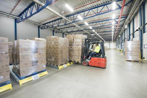 I forsendelsesområdet sikrer WAMAS en sekventiel fordeling af pallerne i overensstemmelse med ordren ved at sætte ordrerne i rækkefølge og tildele dem til de respektive porte
