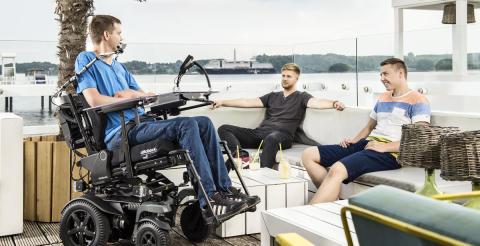 Sähköpyörätuolin on vastattava arjen haasteisiin