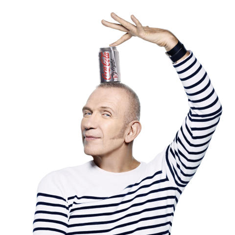 "Jean Paul Gaultier har designet den eksklusive flaskekolleksjonen ""Night & Day"" for Coca-Cola light"