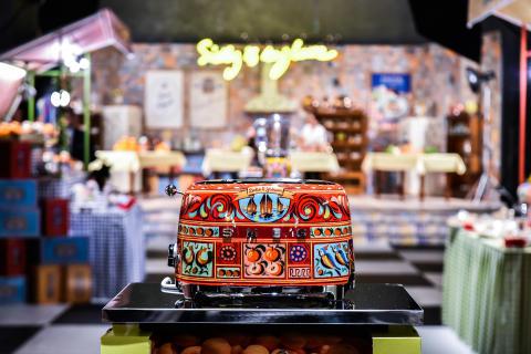 Nu släpps det efterlängtade samarbetet mellan Smeg och Dolce&Gabbana