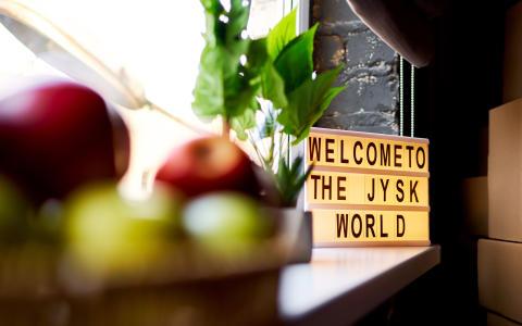 Скандинавський затишок від JYSK на терасі