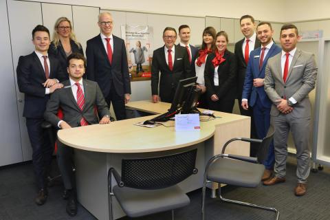 Santander Nachwuchs leitet  Bankfiliale in Krefeld