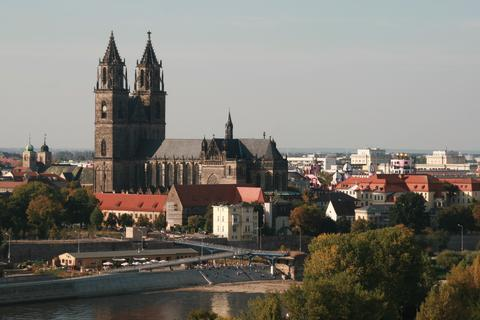 Magdeburg_Cathedral_in summertime