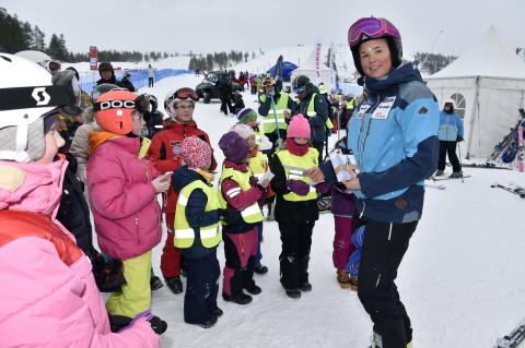 Anna Holmlund med elever från Älvdalens kommun