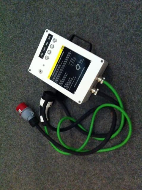 Unik Portabel Laddbox. Volvo C30 Electric kan ladda 20 km körsträcka på 10 minuter även där fast laddstation saknas.