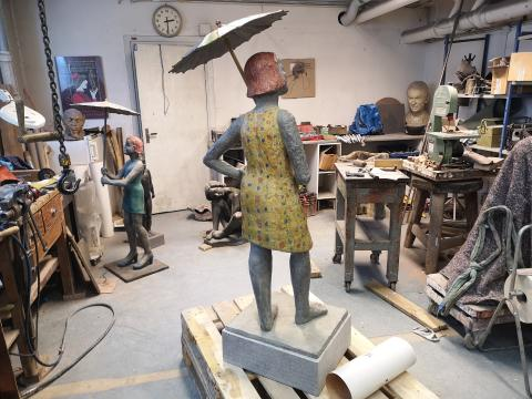 Konstnärinnan Lena Cronqvists skulptur som ska pryda Seminarieträdgården.