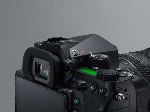 Pentax K-1, GPS detaljebillede