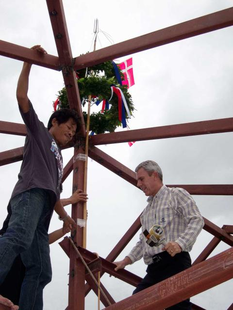 Scand-Media group founder Gregers Moller putting the wreaths up with Thai colours on the ribbons and small Danish flags to symbolize the heritage of the ceremony far away from home.