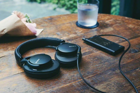 Sony_MDR-1AM2_Lifestyle_01